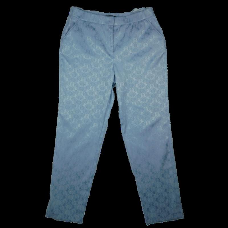 Halvány szürkéskék, anyagában virágmintás nadrág